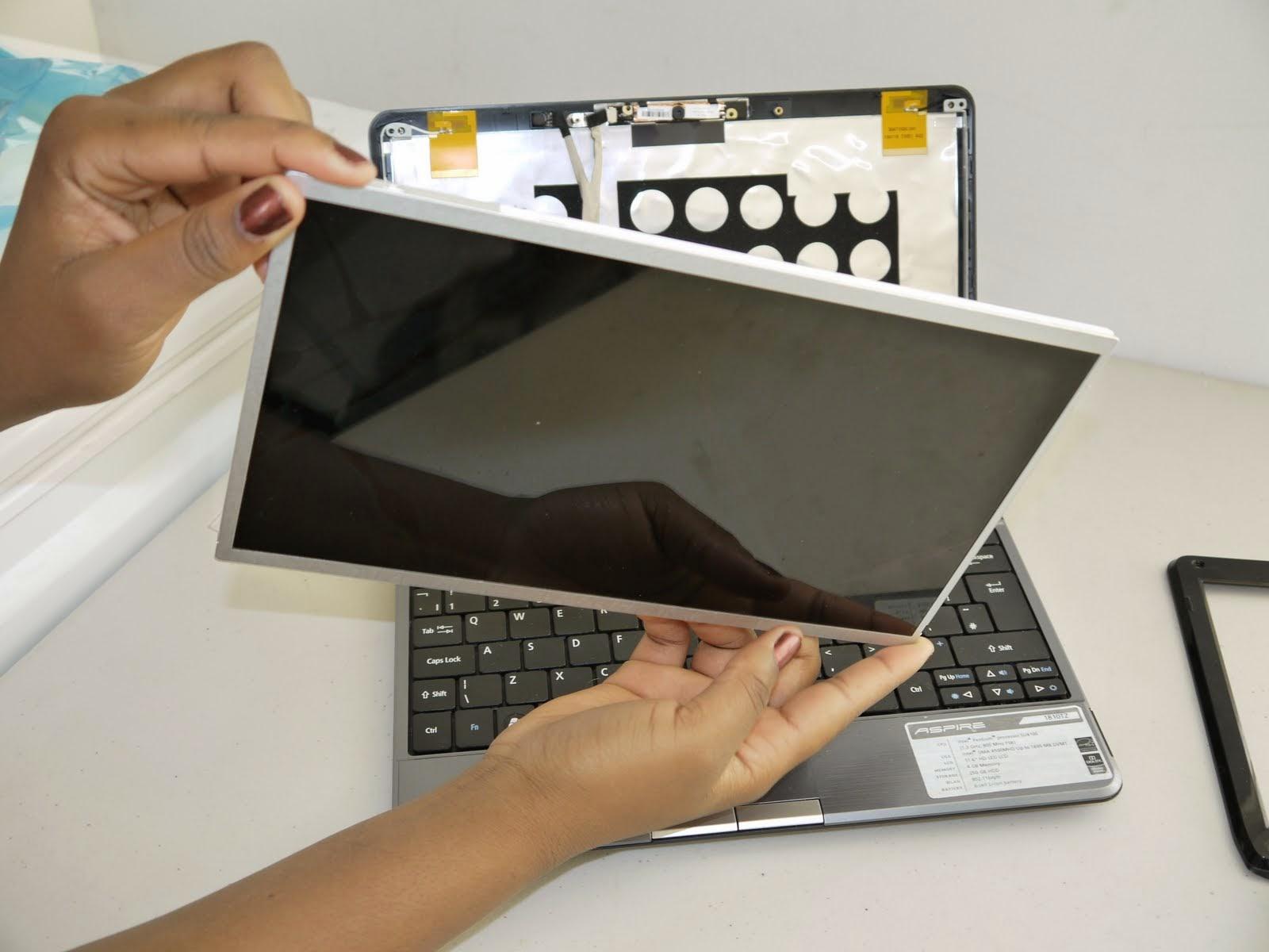 Laptop kijelző csere