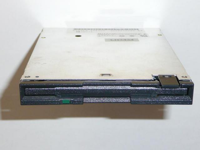 Acer Travelmate 505, 506, 507DX laptophoz gyári új floppy meghajtó (Mitsumi D353F3)