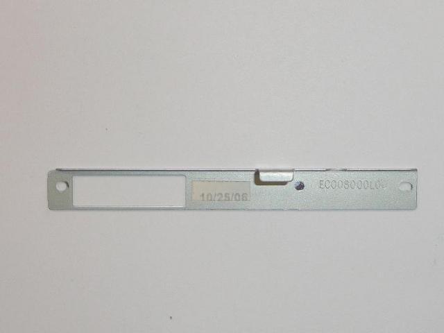 EC008000L00  Optikai meghajtó rögzítő elem.